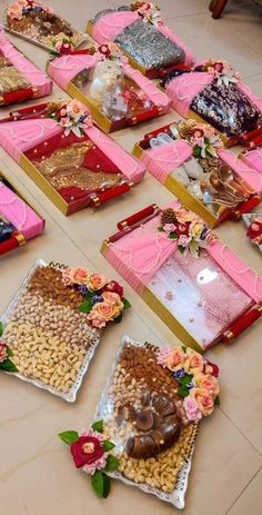 Indian Wedding Gifts, Creative Wedding Gifts, Desi Wedding Decor, Indian Wedding Decorations, Wedding Crafts, Engagement Decorations, Bridal Gift Wrapping Ideas, Wedding Gift Baskets, Wedding Gift Boxes