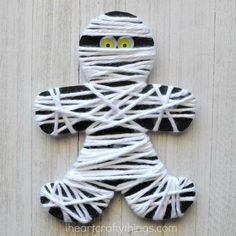 This yarn wrapped mummy craft is perfect for little ones to work on strengthening fine motor muscles and it makes a great Halloween kids craft. halloween crafts for kids Arts And Crafts For Teens, Animal Crafts For Kids, Paper Crafts For Kids, Crafts For Kids To Make, Kids Diy, Mummy Crafts, Puppet Crafts, Yarn Crafts, Decor Crafts