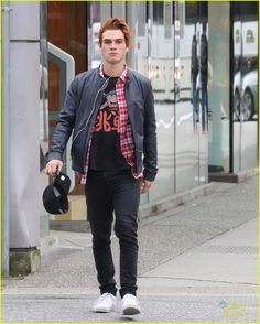 Cole Sprouse & KJ Apa Grab Lunch During 'Riverdale' Filming Break in Vancouver | Photo 944524 - Photo Gallery | Just Jared Jr.