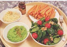 Diner tout cru de healthypauline houmous, mix de petits pois carottes et salade