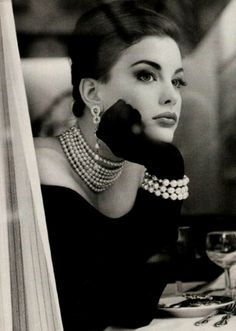 Again, the timeless mix of black and pearls never is out of place. The last word in elegance. / MAG