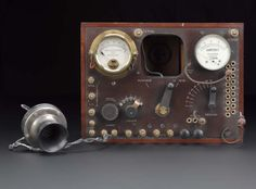 Three-valve receiver used in a Derbyshire colliery test, unknown maker, Derby, England, 1922-1925