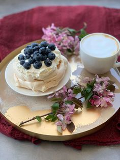 Mini Pavlova - Sprawdzowny przepis od panipanidomu.pl Mini Pavlova, Camembert Cheese, Panna Cotta, Cheesecake, Ethnic Recipes, Desserts, Recipies, Tailgate Desserts, Dulce De Leche