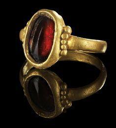 Golden ring with garnet. Roman, 3rd century A.D