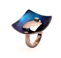 Jorge Gil  Ring: Untitled 2011  Titanium grade 2, partial colorized by heating  3 x 3 x 2.5 cm