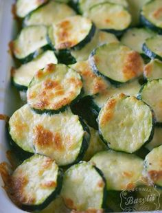 Pierś kurczaka faszerowana mozzarellą - kuchniabazylii.pl - blog kulinarny Food Design, Mozzarella, Cucumber, Zucchini, Vegetables, Blog, Summer Squash, Veggies, Veggie Food