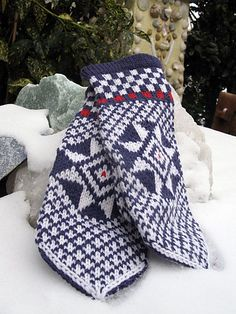 Ravelry: Grolse Wanten - Groenlo mittens (traditional Dutch mittens) pattern by Carla Meijsen (Carla M)