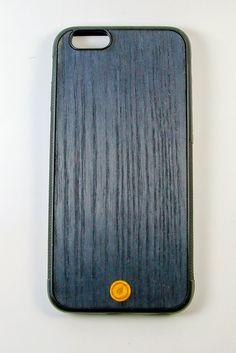 Cover realizzata da una fusione di pregiate essenze di legno provenienti da tutto il mondo. Made in Italy
