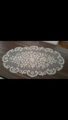 Crochet Table Runner, Crochet Tablecloth, Crochet Doilies, Crotchet Patterns, Table Runners, Projects To Try, Macrame, Crochet Rabbit, Crochet Edgings
