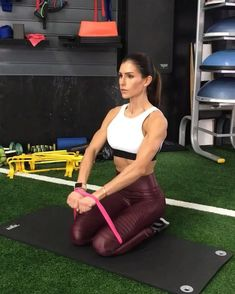 """10.6k Likes, 182 Comments - Alexia Clark (@alexia_clark) on Instagram: """"MINI BAND UPPER BODY BURN 40seconds on 20seconds rest 3-5 rounds. It's the perfect traveling…"""""""