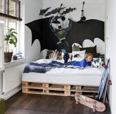 DIY-Anleitung: Einfaches Bett aus Paletten selber bauen via ...