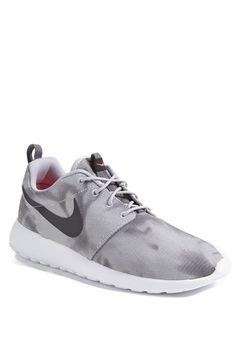 Nike 'Roshe Run' Sneaker (Men)