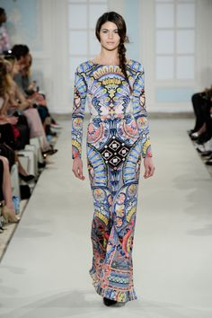 Temperley London Winter 14 Long Merida Fitted Dress Is it inspired by Merida, Yucatan, MX? Hijab Fashion, Runway Fashion, Fashion Dresses, Fashion Trends, Temperley London Dress, Alice Temperley, Timeless Fashion, Luxury Fashion, Street Chic