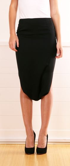Sexy take on a pencil skirt Only Fashion, Work Fashion, Womens Fashion, Fashion Design, What To Wear Today, How To Wear, Long Skirt Fashion, Minimal Outfit, Everyday Fashion