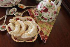 Cornulețe fragede cu nuci și vanilie Crackers, Macarons, Biscuit, French Toast, Mexican, Snacks, Cookies, Eat, Breakfast