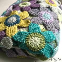 A while ago I did a workshop Tunisian crochet. I mastered it pretty fast and I really liked the knit stitch, but thought it was kind of bori...