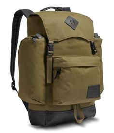 Tote your gear in a classic top-loading capacity rucksack that combines a vintage-inspired design with modern-day materials. Bushcraft Backpack, Bushcraft Gear, Rucksack Backpack, Sparkle Outfit, Best Travel Backpack, Buy Bags, Men's Bags, Hiking Essentials, Outdoor Wear