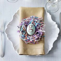 Easter Table Decoration for Celebrating Easter Time : Modern Easter Place Setting On White Table Clothe Design Ideas For Dining Room Table Interior Decorating Ideas Pan As Mesmerizing Photo Easter Table Settings, Easter Table Decorations, Decoration Table, Easter Decor, Easter Centerpiece, Centerpiece Ideas, Hoppy Easter, Easter Eggs, Diy Ostern