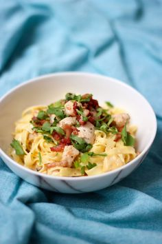 """Het lekkerste recept voor """"Pasta carbonara met kip en spek"""" vind je bij njam! Ontdek nu meer dan duizenden smakelijke njam!-recepten voor alledaags kookplezier!"""