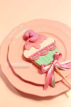 cupcake cookie pop | Y&C sweets company