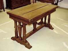 Flemish, Baroque period refectory table: In solid oak with draw leaves at both ends.  First half of the 17th century.