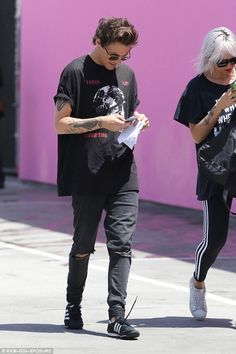 One Direction's Louis Tomlinson shows off relaxed style in Adidas zip-up in Malibu One Direction Louis, One Direction Pictures, Freddie Reign, Plus Sise, Louis Tomilson, Mr Style, Louis And Harry, Louis Williams, 1d And 5sos