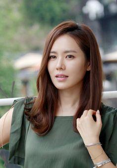 Korean Beauty, Asian Beauty, Korean Actresses, Pretty Eyes, Long Hairstyles, Most Beautiful Women, Beautiful Actresses, Hairstyle Ideas, Medium Hair Styles