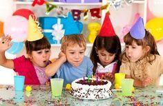 Quantidade de Comes e Bebespor Pessoapara Festas: Bolo de aniversário:70 g por pessoa Doces:6 unidades por pessoa Salgadinhos:10 unidades por pessoa R