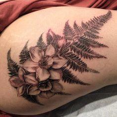 Fancy fern and Paperwhites by Esther Garcia. Fern Tattoo, Poppies Tattoo, Esther Garcia, Blue Poppy, Ferns, Body Art, Piercings, Fancy, Ink