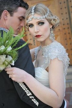 What about timeless wedding hairstyles? Have a peek of vintage wedding hairstyles from Gatsby-inspired looks to Old Hollywood glamour. Flapper Wedding, Vintage Wedding Hair, Short Wedding Hair, Gatsby Wedding, Vintage Bridal, Chic Wedding, Elegant Wedding, Wedding Styles, Short Hair