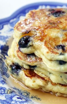 Blueberry Buttermilk Pancakes Blueberry Buttermilk Pancakes recipe from Jenny Jones () - Lose the mix. Make these pancakes from scratch in five minutes, even whole wheat. What's For Breakfast, Breakfast Pancakes, Breakfast Items, Breakfast Dishes, Breakfast Recipes, Mexican Breakfast, Pancake Recipes, Waffle Recipes, Perfect Breakfast