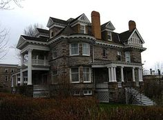 A beautiful Stone Queen Anne in Perth Ontario. Perth, Victoria Reign, Second Empire, Old Churches, Old Houses, Nice Houses, Stone Houses, Historical Architecture, Romanesque