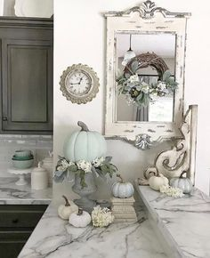 Pretty corner vignette. The mirror, wreath, clock and corbel !!