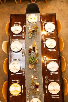Stylish table setting-love the water bottles down the table