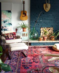 2019 Decor Trends – 3 Colors of the Year, Boho Style and Curved Furniture 2019 decor trends include 3 colors of the year by Behr, Sherwin Williams & PPG. Next is boho style and curved furniture looks. Decor trends that are fresh. Bohemian Interior Design, Home Interior Design, Bohemian Decor, Modern Bohemian, Bohemian Style, Boho Style Decor, Bohemian Furniture, Vintage Bohemian, Hippie Style