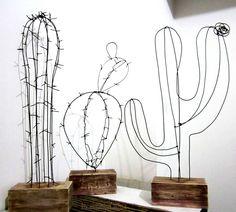 DIY: IJzerdraad cactus op een blokje hout. #iron #wire #ijzerdraad #cactus