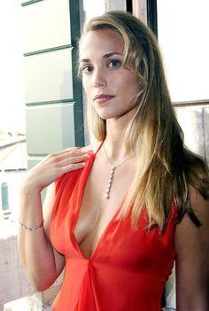 elizabeth berkley | elizabeth_berkley_18103_alex6_celebrity_city_210_122_456lo_YHaLfWK.jpg