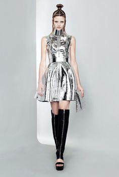 Gareth Pugh Spring 2011 Ready-to-Wear Fashion Show - Hannah Kern (ELITE LONDON)