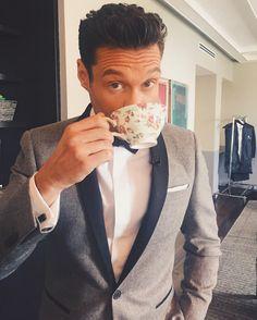 Ryan Seacrest sipped his tea. Jennifer Flavin, Taylor Kinney, Mindy Kaling, Daisy Ridley, Mark Ruffalo, Olivia Munn, Baywatch, Naomi Watts, Sofia Vergara