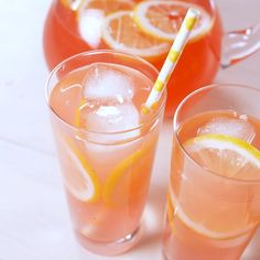 Cheers To Spring With Pink Lemonade And Pink Moscato This ! prost zum frühling mit rosa limonade und rosa moscato dieses Cheers To Spring With Pink Lemonade And Pink Moscato This ! Party Drinks Alcohol, Alcohol Drink Recipes, Cocktail Drinks, Fun Drinks, Yummy Drinks, Alcoholic Drinks, Processco Cocktails, Fireball Recipes, Beverages