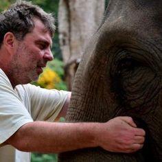 Bodo - THAILAND - Der Berliner Elefanten-Flüsterer ermöglicht Euch eine unvergessliche Erfahrung mit den intelligenten Dickhäutern. Als Gast Im Camp betreut ihr Euren eigenen Elefanten - füttern, waschen im Fluss, reiten im Dschungel...
