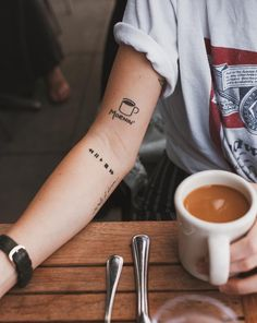 Small Tattoos Ideas for Men and Women - Best Tattoos Ideas with Photos - Auf deine Haut - Tattoo Designs For Women Mini Tattoos, Little Tattoos, Cute Tattoos, Body Art Tattoos, New Tattoos, Tatoos, Fashion Tattoos, Word Tattoos, Haut Tattoo