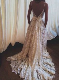 This will be my wedding dress. Boom. It is done. Decided. I WILL wear this on my wedding day!!! It's so vintage :-)