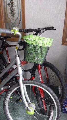Made a paper pattern and created a liner for my cruiser bike basket.