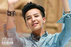 Big Bang G-Dragon Black Medium Pompadour Gd Bigbang, Bigbang G Dragon, Daesung, G Dragon Cute, G Dragon Top, G Dragon Black Hair, G Dragon Hairstyle, Big Bang Kpop, Rapper
