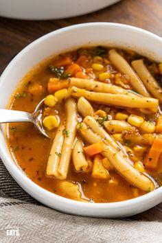 Vegetarian Crockpot Soup, Vegetarian Recipes Dinner, Healthy Crockpot Recipes, Beef Recipes, Detox Recipes, Recipies, Dinner Recipes, Vegetable Noodle Soup, Slimming World Soup Recipes