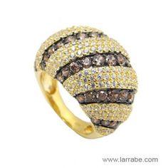 Sortija de joyería Larrabe en plata con baño amarillo.  #anillo #sortija #plata #mujer #moda #fashion Beanie, Hats, Fashion, Bathroom Yellow, Pendants, Bracelet, Women, Moda, Hat
