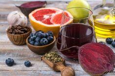13 Liver Detox Foods that Promote Health from the Inside Out - Layla Mak - 13 Li. 13 Liver Detox F Liver Detox Drink, Best Liver Detox, Natural Liver Detox, Detox Cleanse Drink, Liver Cleanse, Detox Tea, Detox Drinks, Healthy Liver, Healthy Foods To Eat