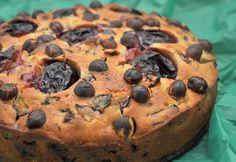 Szilvás süti mogyoróval és csokival recept képpel. Hozzávalók és az elkészítés részletes leírása. A szilvás süti mogyoróval és csokival elkészítési ideje: 65 perc