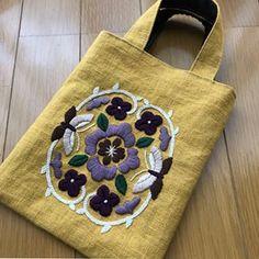 #刺繍 #embroidery #ハンドメイド #樋口愉美子 #樋口愉美子の刺繍時間 #アジアンフラワー #手仕事 先日の刺繍をミニバッグに。